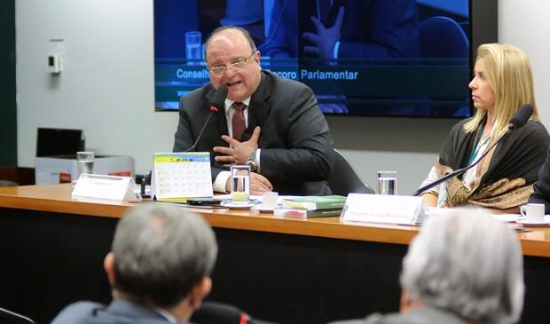 O deputado Cândido Vaccarezza (PT-SP) depoõe em favor do deputado André Vargas no Conselho de Ética (Foto: Lúcio Bernardo Jr/Câmara)