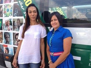 Aline, que conheceu Marlete em comunidade religiosa e a levou a Cáritas, a secretaria de assistência social  (Foto: Roney Domingos/ G1)