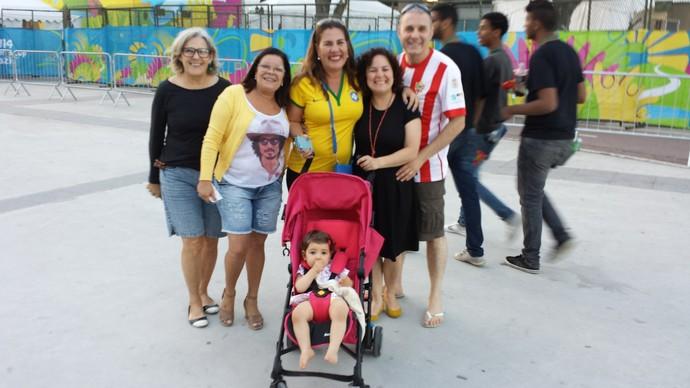 Família entorno Maracanã (Foto: Jorge Natan)