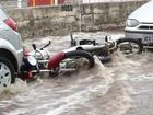 Chuva e ventania causam quedas de árvores e enxurrada em Goiás