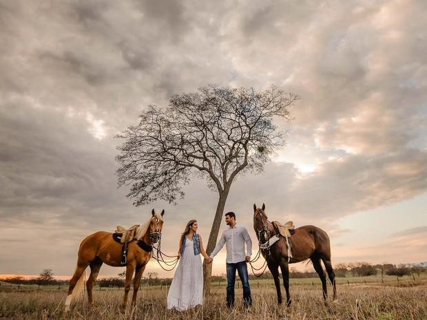 Ensaio de casamento em uma fazenda fotografado por Murilo e Rebeca (Foto: Murilo Mascarenhas/Divulgação)