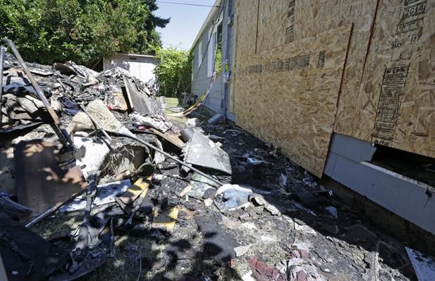 Ao tentar matar o animal, o fogo se espalhou e causou mais de R$ 133 mil em danos na casa (Foto: Elaine Thompson/AP)