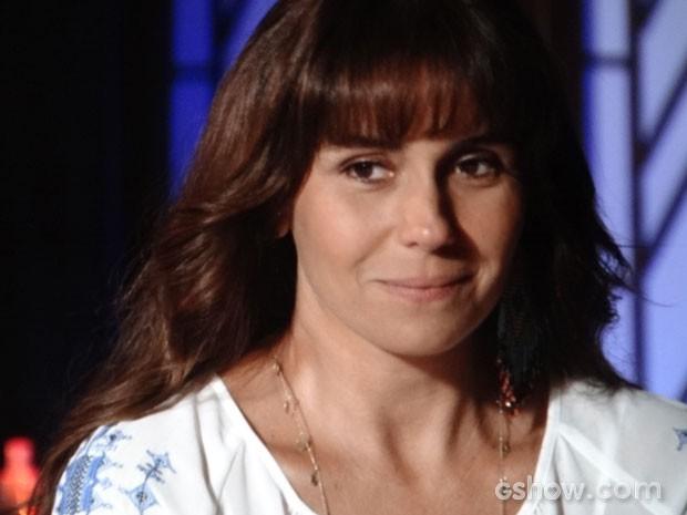 Clara aceita posar para Marina (Foto: Em Família / TV Globo)