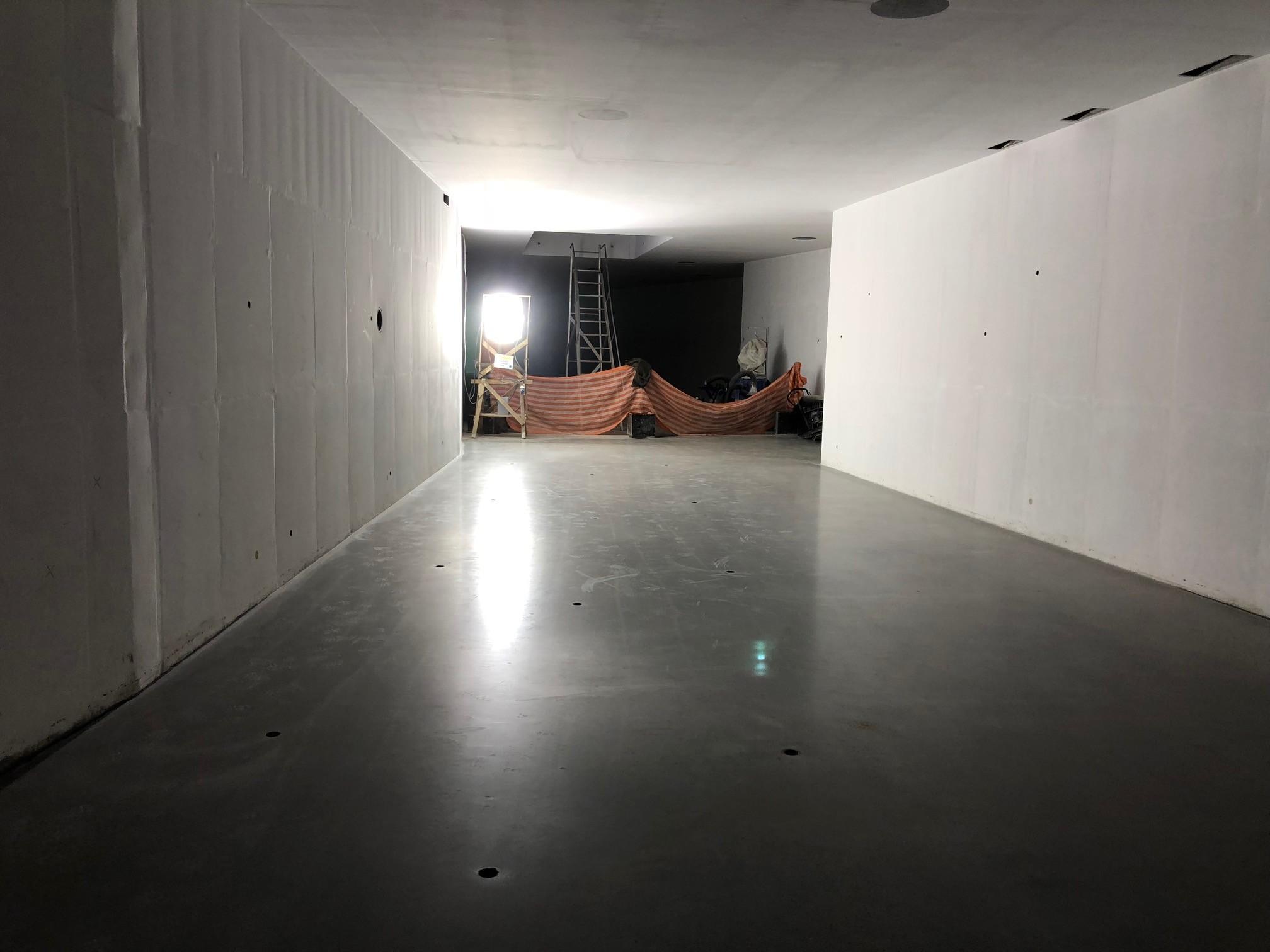 Piso concluído do interior do prédio (Foto: Thiago Tanji)
