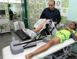 Wesley palmeiras fisioterapia (Foto: Cesar Greco / Ag. Estado)