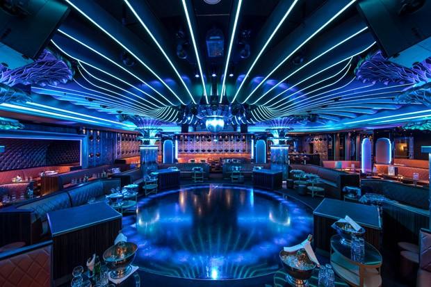 A famosa pista de dança do renovado nightclub Les Caves Du Roy – peça de resistência do Hotel Byblos, em Saint-Tropez (Foto: Divulgação)