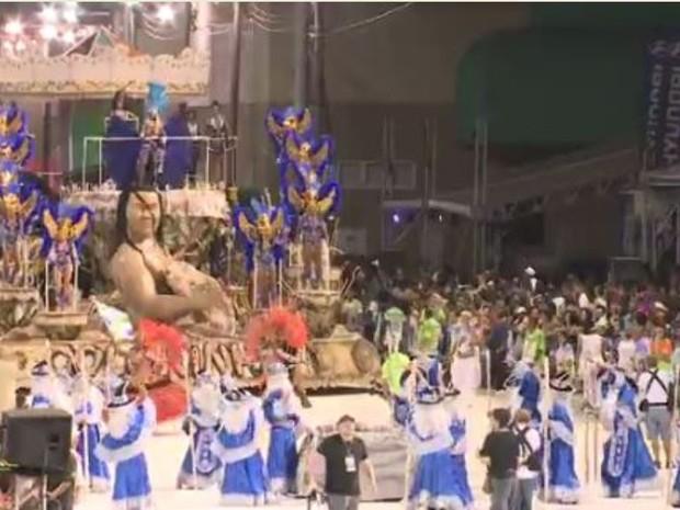 Unidos da Coloninha foi a penútilma a desfilar em Florianópolis (Foto: Reprodução RBS TV)
