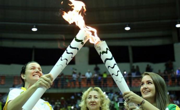 Tocha Olímpica, acesa, Sabiazinho, Uberlândia (Foto: Brasil 2016)