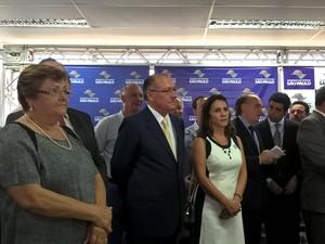 Governador anunciou acordo para a produção de cápsulas de fosfoetanolamina durante visita a Matão (Foto: Stefhanie Piovezan/G1)