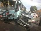 Ônibus e carro da polícia colidem no Centro de Fortaleza; veja imagem