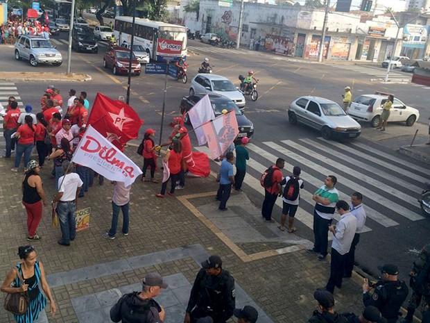 Grupo protesta a favor do governo Dilma em Natal (Foto: Renato Vasconcelos/G1)