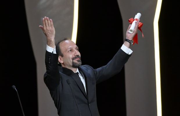 """Asghar Farhadi recebeu o prêmio de melhor roteiro por """"Foushande"""" na 69ª edição do Festival de Cannes. (Foto: Valery Hache/France Presse)"""