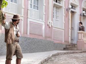 O jagunço segue Josué (Foto: Gabriela / TV Globo)
