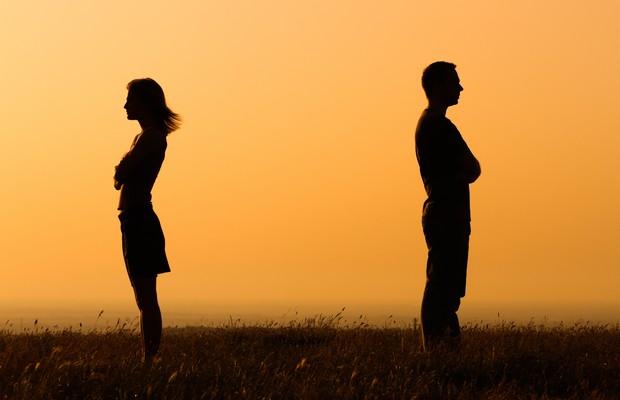 O término de uma relação virtual não necessariamente significa o fim da amizade no mundo real (Foto: Thinkstock)
