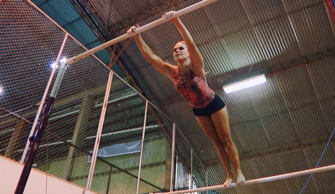 Stephanie Moura treinando ginástica olímpica (Foto: Divulgação | Carona)