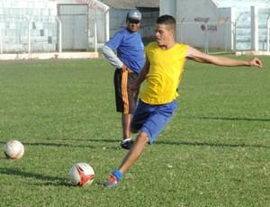 Thiago, volante, Osvaldo Cruz, Azulão (Foto: Murilo Rincon / GloboEsporte.com)