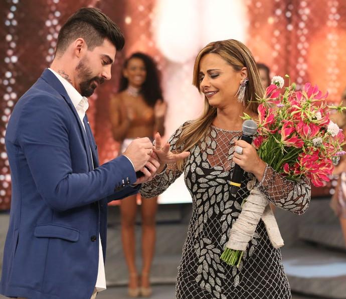 Viviane Araújo se emociona com pedido de casamento (Foto: Carol Caminha/Gshow)