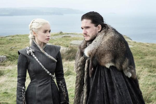 Emilia Clarke e Kit Harrington em Game of Thrones (Foto: Reprodução)