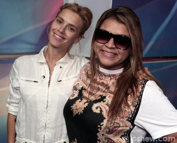 Carol Dieckmann posa com Preta Gil nos bastidores do Domingão (Foto: Felipe Monteiro / TV Globo)