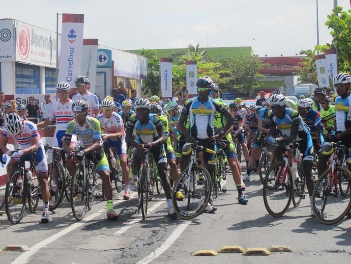 Ciclistas preparados para iniciar o Tour do Rio (Foto: Gabriela Pantaleão)