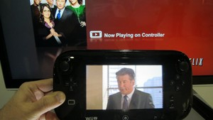 Assistindo ao Netflix no controle do Wii U (Foto: Gustavo Petró/G1)