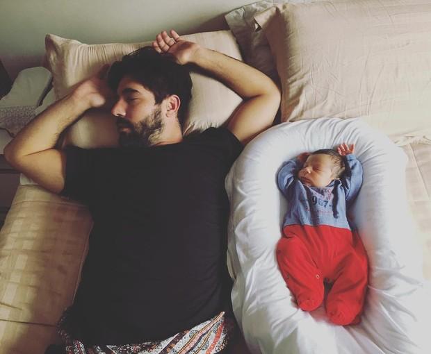 Sandro Pedroso com o filho (Foto: Reprodução/Instagram)