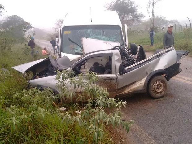 Motorista de carro morreu em acidente nesta terça-feira (Foto: Anderson Oliveira/ Blog do Anderson)