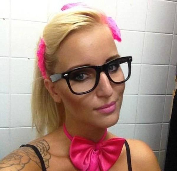 Uma das supostas convidadas da festa no quarto de hotel de Justin Bieber (Foto: Facebook)