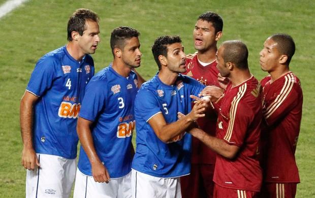 confusão Leandro Euzebio Cruzeiro x Fluminense (Foto: Washington Alves / VIPCOMM)