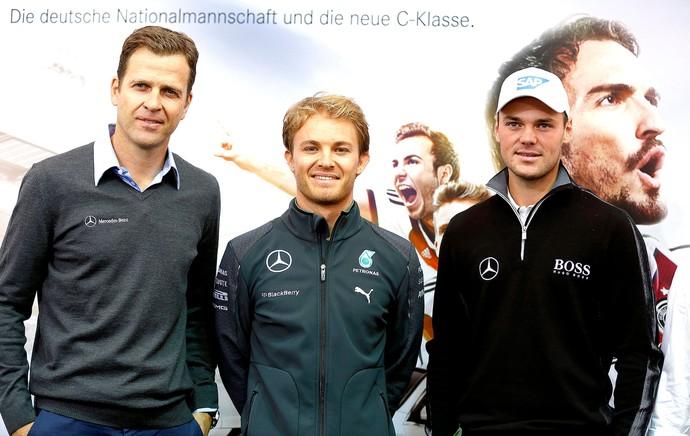 Nico Rosberg com Oliver Bierhoff no treino da Alemanha (Foto: Reuters)