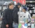 Neymar lidera passeio por shopping de eletrônicos em Yokohama