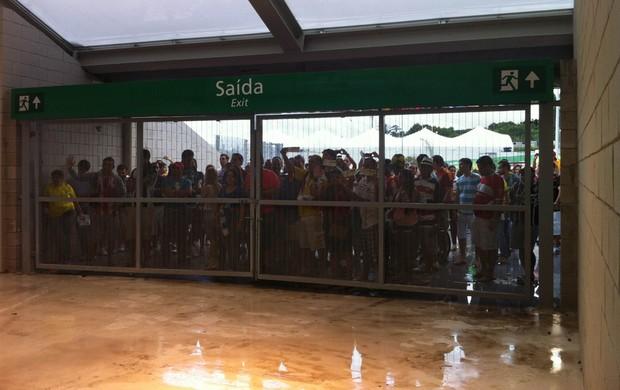 Torcida impedida de entrar Arena Pernambuco (Foto: Victor Canedo)