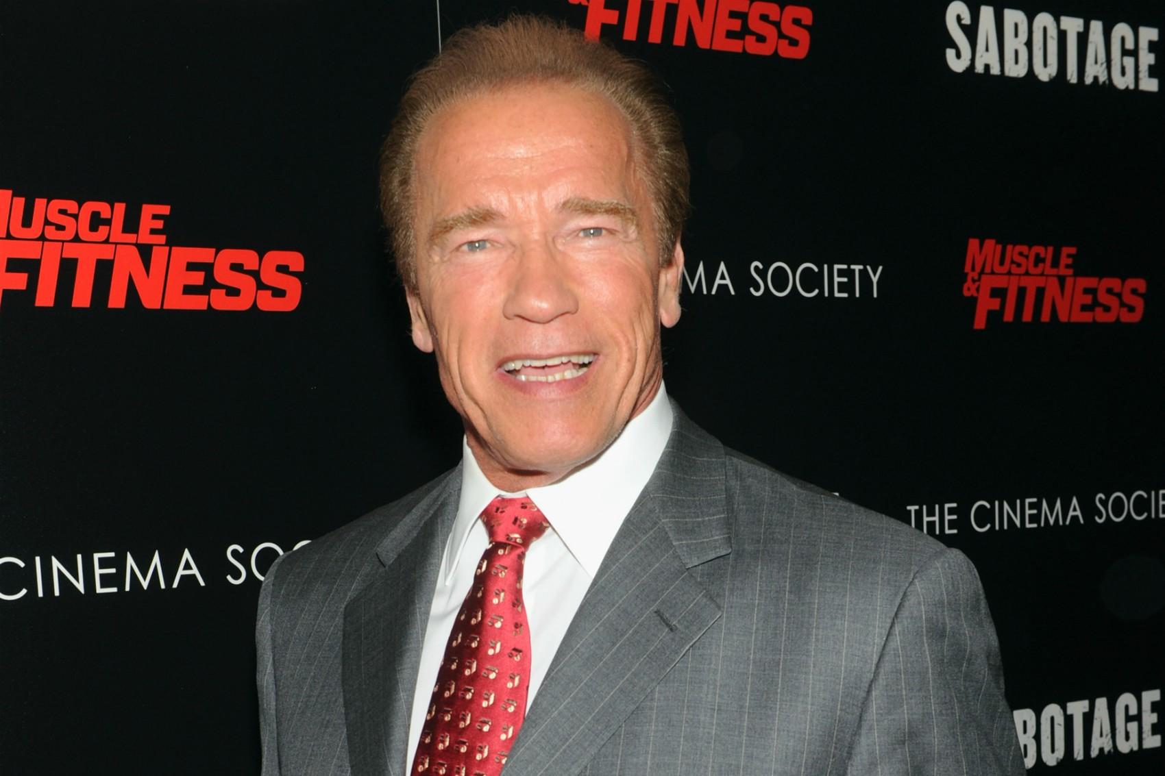 Arnold Schwarzenegger manteve em casa, durante anos a fio, uma empregada doméstica com a qual ele teve um caso e um filho, sem contar nada disso à esposa, que, ao descobrir, pediu divórcio. Pudera. (Foto: Getty Images)