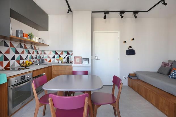 Apartamento de 29 m² tem até sala de TV (Foto: Mariana Orsi)