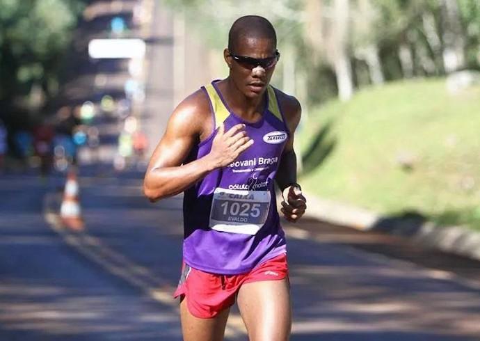 Evaldo busca completar os 25km da Maratona de SP, neste domingo (Foto: Evaldo Alves / Arquivo pessoal)