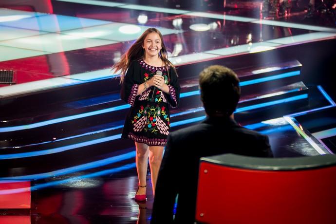 Gigi Fonseca é só alegria com Victor & Leo (Foto: Isabella Pinheiro/Gshow)