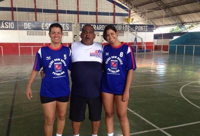 Vânia com a filha e o professor Marcone Barros  (Foto: Vânia Carapiá / Arquivo Pessoal)
