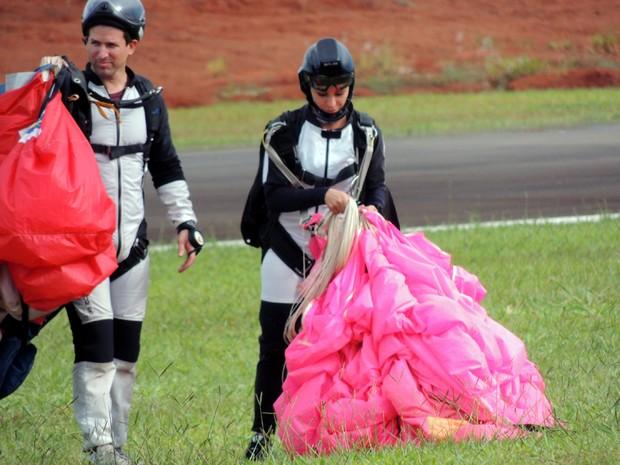 André incentivou a namorada a se tornar paraquedista (Foto: Monica Gomes Izac/Arquivo pessoal)