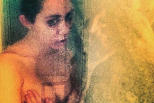 Sessão de fotos espontânea no chuveiro? Miley Cyrus aprova! (Foto: Reprodução/Instagram)
