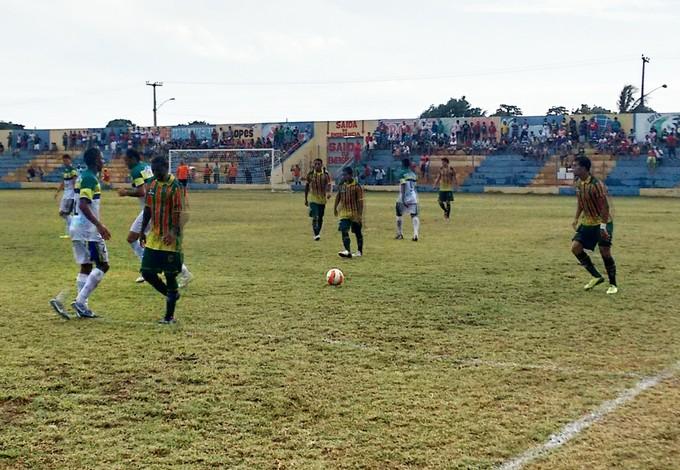 Santa Quitéria e Sampaio não saíram do 0 a 0 nesse domingo, no Rodrigão (Foto: Afonso Diniz/GloboEsporte.com)