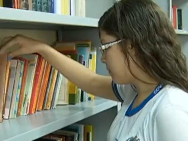 Projeto incentiva a leitura, em Caruaru (Foto: Reprodução/ TV Asa Branca)