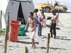 Débora Nascimento e José Loreto gravam na praia