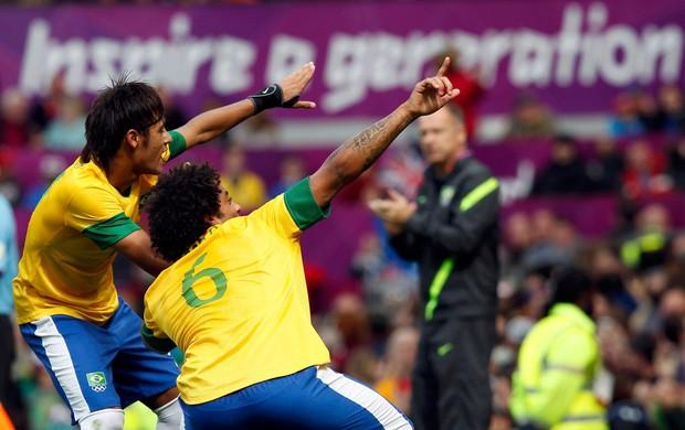 neymar marcelo brasil gol bielorrussia futebol londres 2012 (Foto: Agência Reuters)
