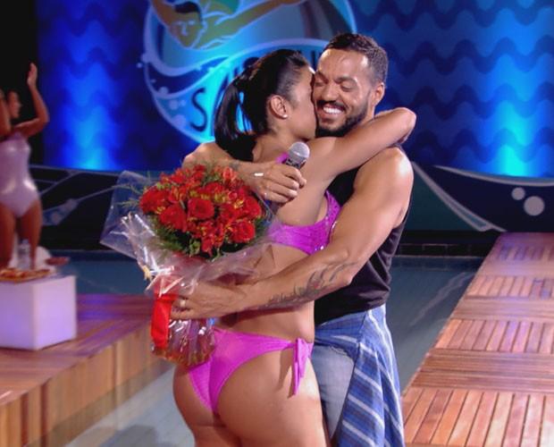 Belo surpreende Gracy no Saltibum  (Foto: TV Globo)