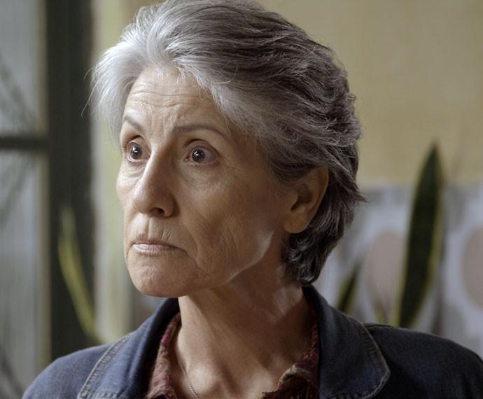 Djanira expulsa o filho de sua casa (Foto: TV Globo)