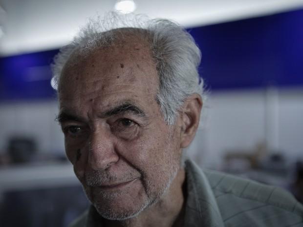 'De R$ 13 mil, foi para R$ 8 mil. E eu vou pagar R$ 150 por mês durante um caminhão de meses', diz o aposentado Edmar Loureiro (Foto: Caio Kenji / G1)