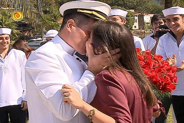 Fabiano beija Jaqueline após fazer pedido de casamento (Foto: Caldeirão do Huck/ TV Globo)