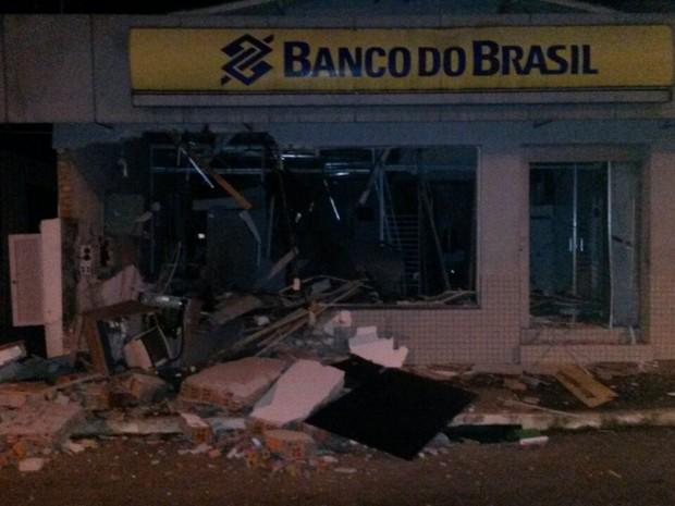 Banco ficou destruído após a explosão em Dois Lajeados (Foto: Divulgação/Brigada Militar)