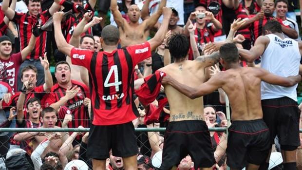 Jogadores do Atlético-PR comemoram o acesso (Foto: Divulgação/Site oficial do Atlético-PR)