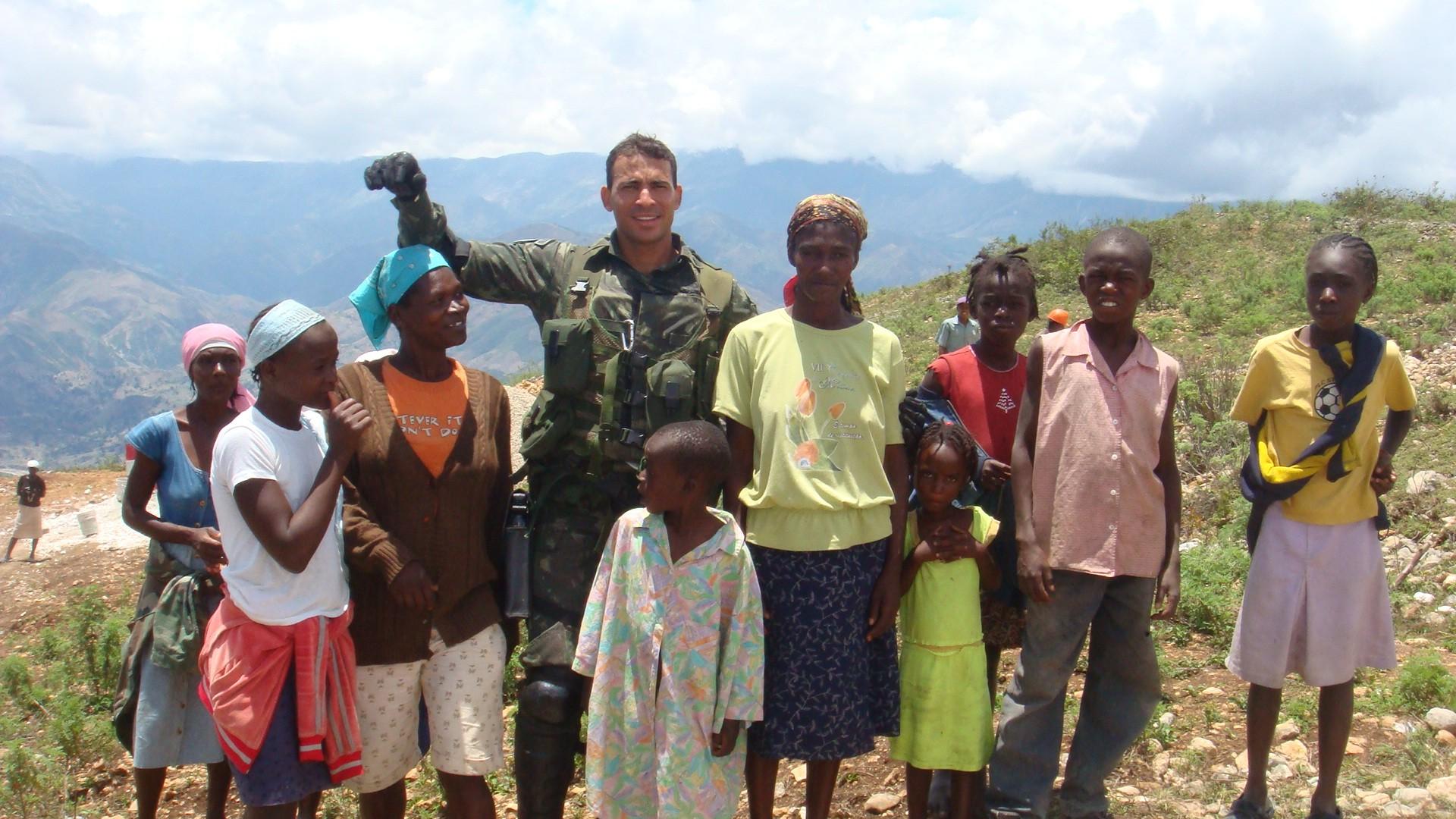 Neudo trabalhou por sete meses em uma missão de paz no Haiti (Foto: Arquivo Pessoal/ Neudo Rodrigues)